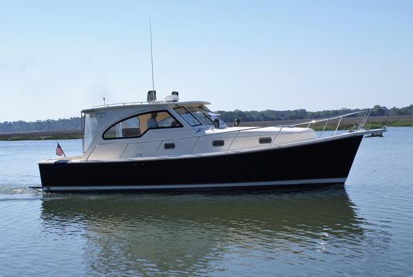 Used Mainship 34 Pilot Sedan-hardtop Downeast Fishing Boat For Sale