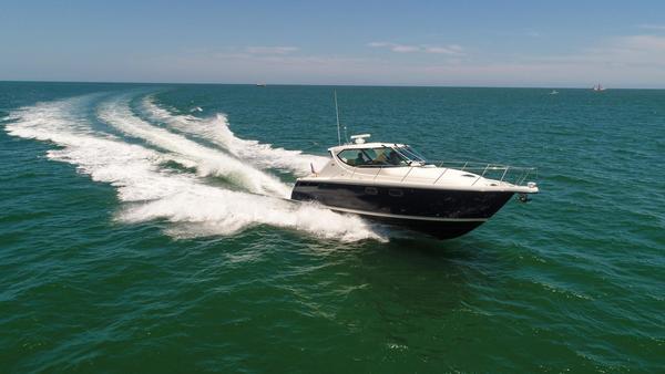 New Tiara 3900 Sovran Motor Yacht For Sale