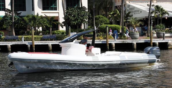 New Pirelli PZero 1100 Outboard Center Console Fishing Boat For Sale