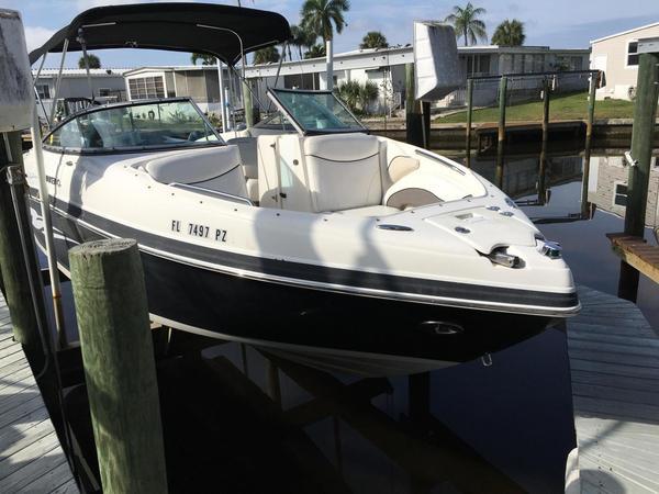 Used Rinker 246 Captiva Bowrider Boat For Sale