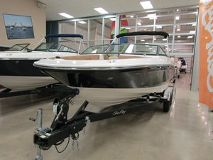 New Sea Ray 210 SPX Ski and Wakeboard Boat For Sale