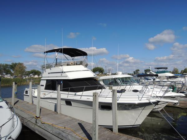 Used Carver 3207 Motor Yacht For Sale