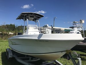 Used Angler 204FX Center Console Fishing Boat For Sale