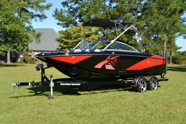 Used Mastercraft X-25 Ski and Wakeboard Boat For Sale