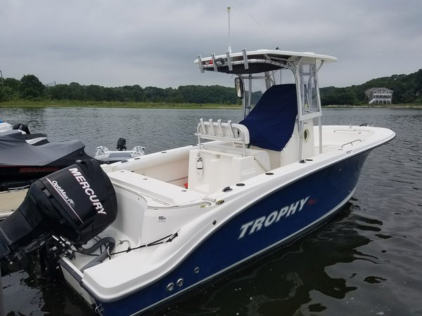 Used Trophy 2503 Center Console Center Console Fishing Boat For Sale