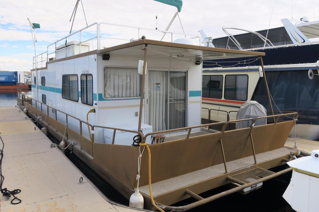 1982 used kayot steel pontoon houseboatsteel pontoon for Boat house plans pictures
