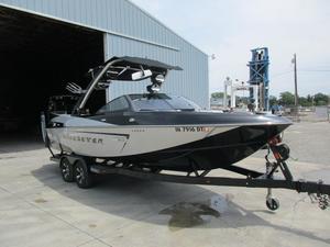 Used Malibu Boats Llc Wakesetter 23LSV Ski and Wakeboard Boat For Sale