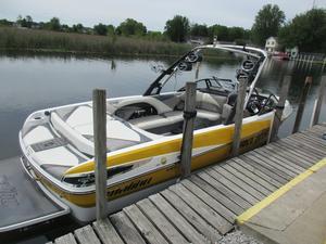 Used Malibu Boats Llc Wakesetter 247 Ski and Wakeboard Boat For Sale