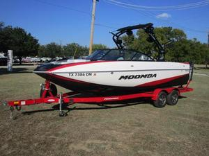 Used Moomba MojoMojo Ski and Wakeboard Boat For Sale