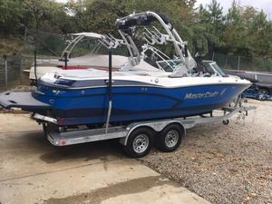 Used Mastercraft X30 Ski and Wakeboard Boat For Sale