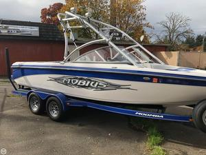 Used Moomba 21 LS Ski and Wakeboard Boat For Sale