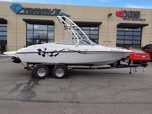 Used Crownline 202 Ski and Wakeboard Boat For Sale