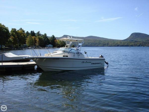 Used Trophy 2052 WA Walkaround Fishing Boat For Sale