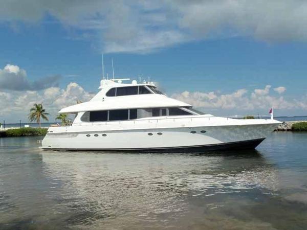 Used Lazzara Yachts Grand Salon/Skylounge Motor Yacht For Sale