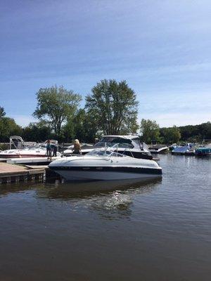 Used Four Winns 245 Sundowner Motor Yacht For Sale