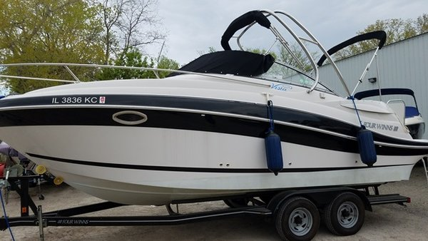 Used Four Winns 258 Vista Motor Yacht For Sale