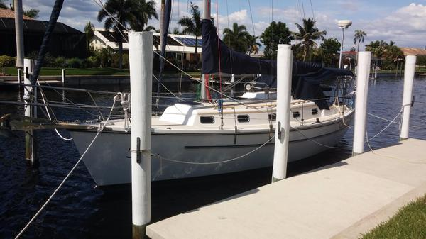 Used Com-Pac 35 Sloop Sailboat For Sale