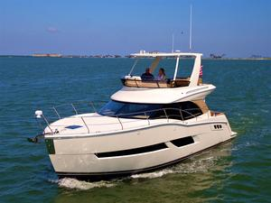 New Carver Yachts C40 Command Bridge Convertible Fishing Boat For Sale