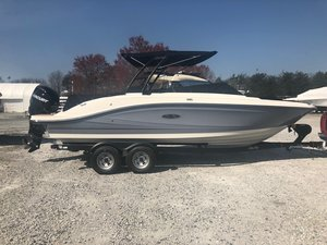 New Sea Ray 230 SPX Outboard Bowrider Boat For Sale