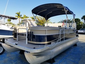 Used Bennington 20SL Pontoon Boat For Sale