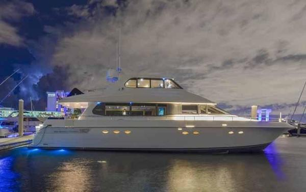 Used Lazzara Yachts Grand Salon/Skylounge Express Cruiser Boat For Sale
