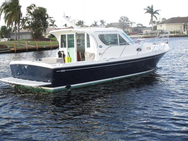 Used Compton Marine Compton 33 Express Cruiser Boat For Sale