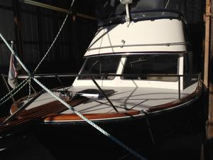 Used Ennos 30 Sedan Flybridge Boat For Sale