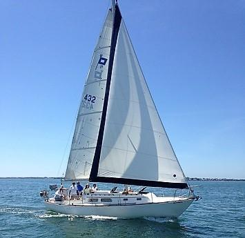 Used Pearson 35 Daysailer Sailboat For Sale