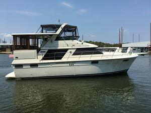 Used Carver 4207 Motor Yacht For Sale
