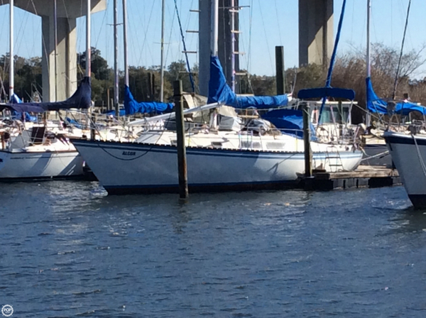 Used Hunter 37 Racer and Cruiser Sailboat For Sale