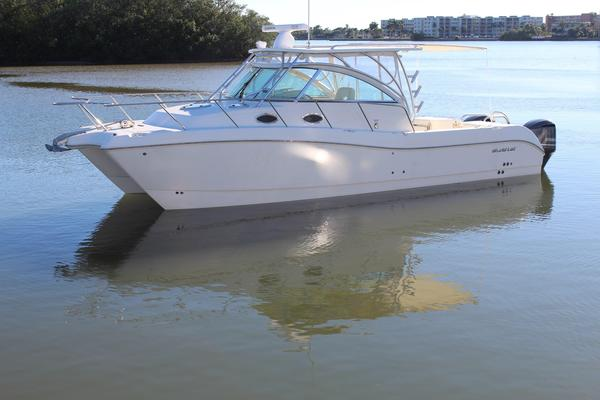 Used World Cat 320 EC Sports Fishing Boat For Sale