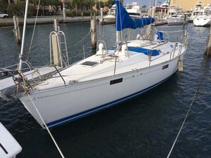 Used Beneteau 390 Oceanis Cruiser Sailboat For Sale