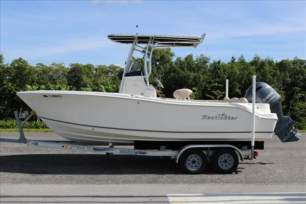 Used Nauticstar 2102 XS LEGACY Center Console Fishing Boat For Sale
