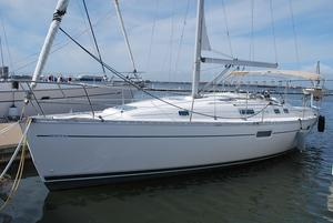 Used Beneteau Oceanis 352 Cruiser Sailboat For Sale