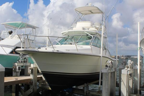 Used Rampage 33 Express Cruiser Boat For Sale