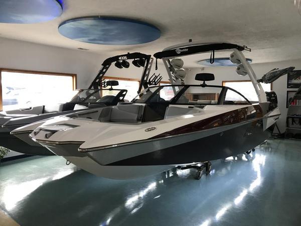New Malibu Wakesetter 22 MXZWakesetter 22 MXZ Ski and Wakeboard Boat For Sale