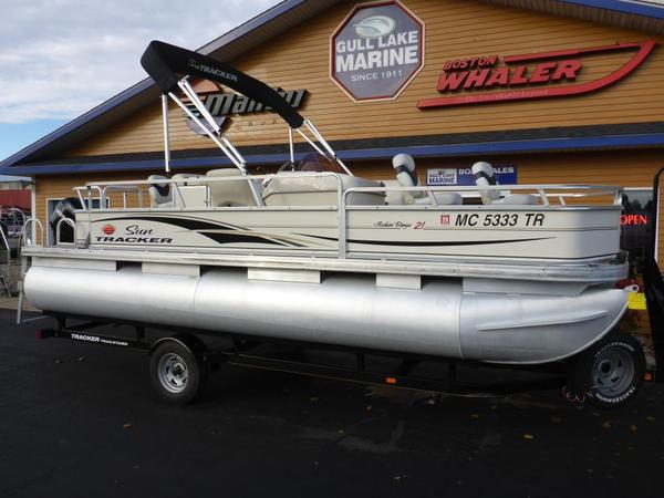 Used Sun Tracker FISHIN' BARGE 21 Signature Series Freshwater Fishing Boat For Sale