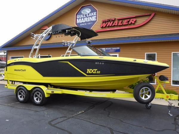 Used Mastercraft NXT 22NXT 22 Ski and Wakeboard Boat For Sale