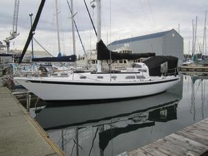 Used Ericson 35 - Mark II Cruiser Sailboat For Sale