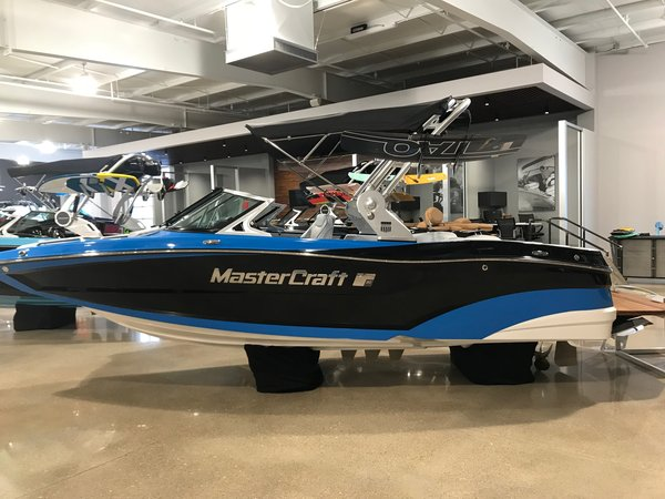 New Mastercraft XT20XT20 Ski and Wakeboard Boat For Sale