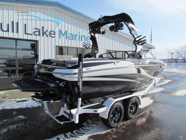 New Centurion Fi21 Ski and Wakeboard Boat For Sale