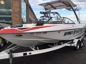 Used Malibu Boats Llc Wakesetter 23 LSV Ski and Wakeboard Boat For Sale