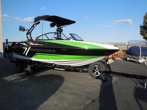 New Moomba CrazCraz Ski and Wakeboard Boat For Sale
