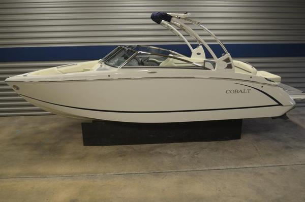 New Cobalt R5 Bowrider Boat For Sale