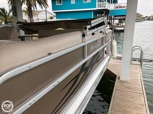 Used Hurricane FD226 Deck Boat For Sale