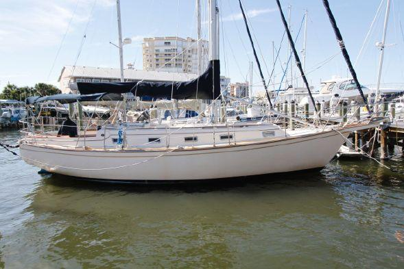 Used Island Packet Yachts 35 Cutter Cruiser Sailboat For Sale