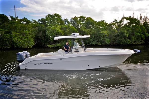 Used Hydra-Sports 3000 CC Center Console Fishing Boat For Sale