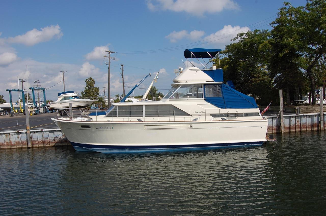 1968 Used Chris-Craft 42 Commander Aft Cabin Boat For Sale