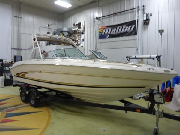 Used Sea Ray 230 Signature Bowrider Cuddy Cabin Boat For Sale