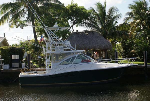 Used Rampage 33 Barta CE Express Cruiser Boat For Sale